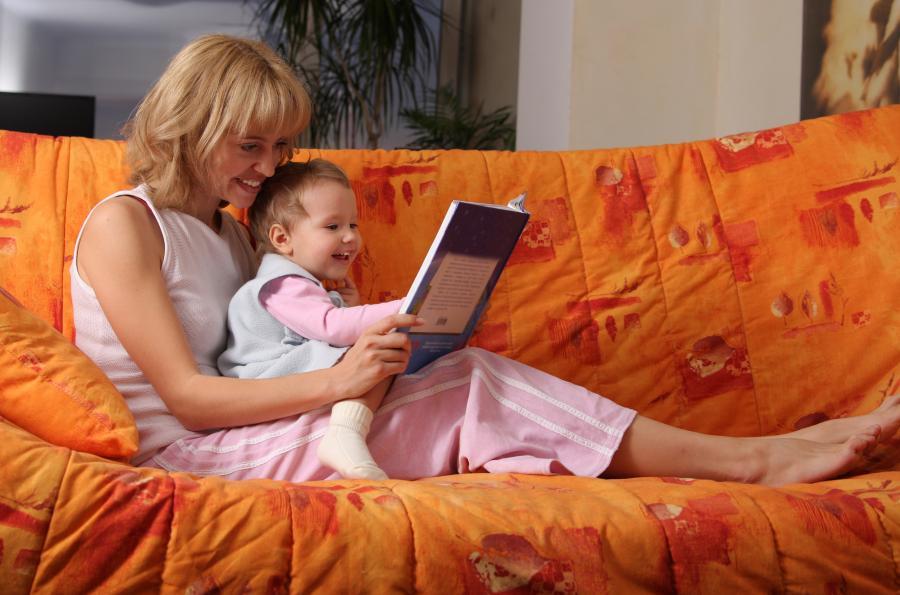 Mor læser højt