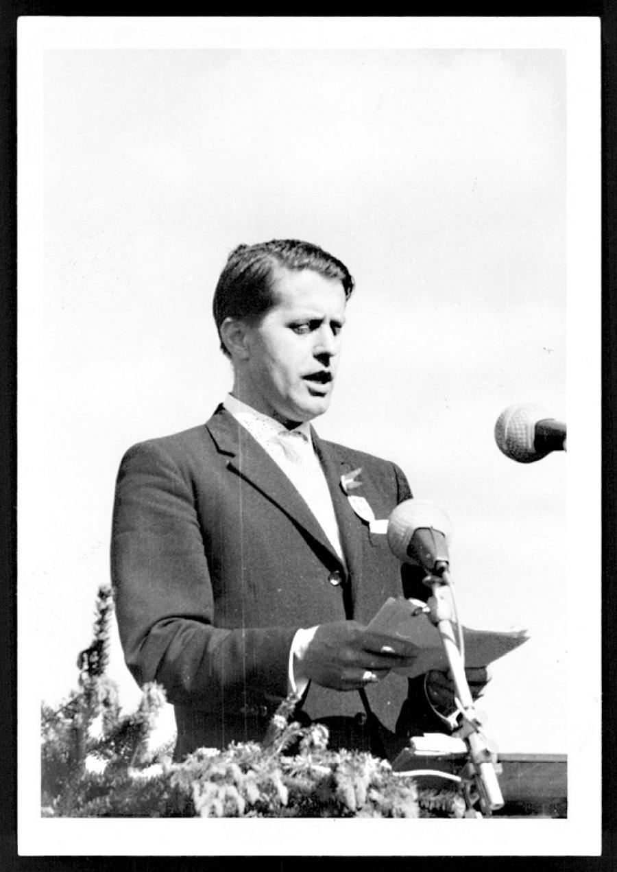 Karl Otto Meyer på talerstolen ved et årsmøde i midten af 1950erne. (Arkivet ved Dansk Centralbibliotek for Sydslesvig)