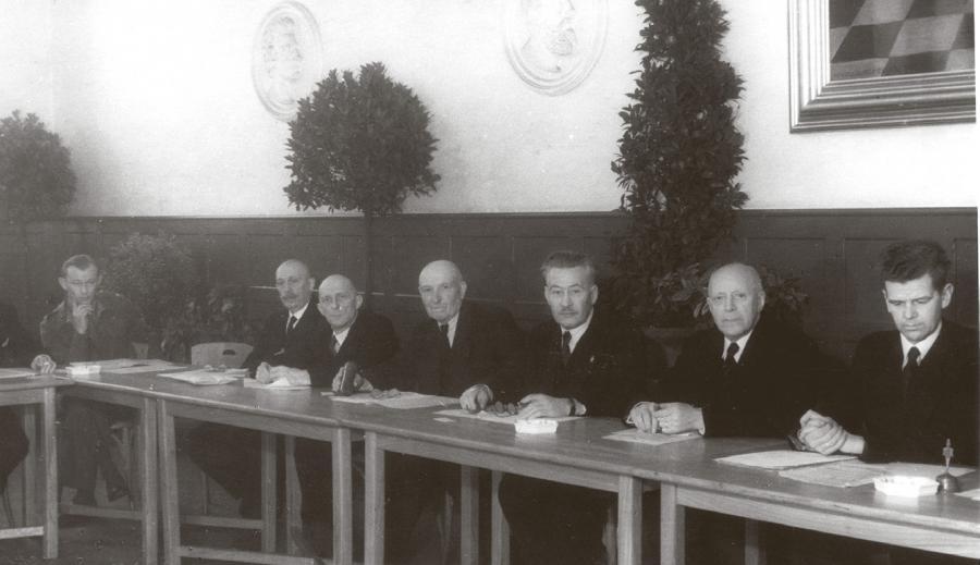 Aktørerne i Folkerådet fra 1939 til 1945 var i høj grad de samme, som i 1946 var med til at stifte Sydslesvigsk Forening. Her ses fra stiftelsen Cornelius Hansen, Heinrich Hinz, Samuel Münchow, Johannes Oldsen og Frantz Thygesen. Foto: Arkiv.dk.