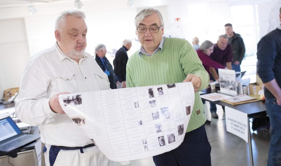 Brødrene Jørgen (t.v.) og Per Oehlerich fra Aarhus var til slægtsmesse i Flensborg for at komme nærmere familiens rødder.