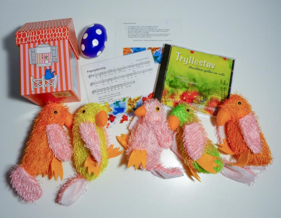 Syng og leg med papegøjer - sangkuffert for 2-6 årige